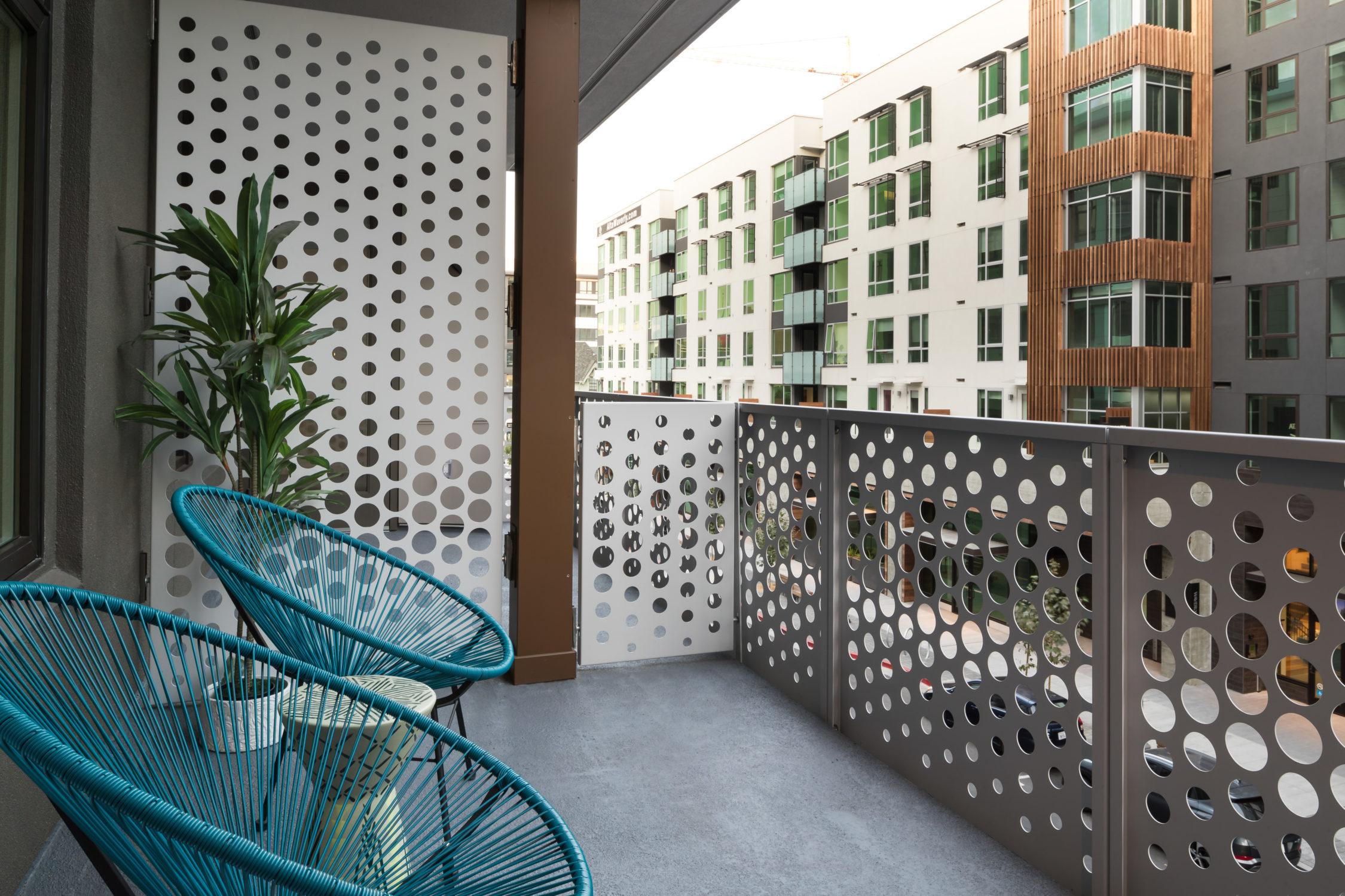 INT Balcony TCRA 4193 320